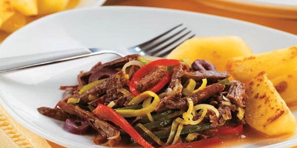 Carne de Panela Desfiada com Legumes