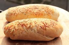Pao-de-parmesao-e-oregano-para-sanduiche-Baixa-1024x683