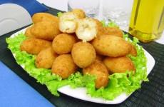 bolinho-de-bacalhau-recheado-com-queijo-40818
