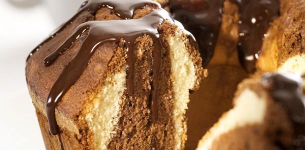 receita-bolo-marmore-calda-chocolate